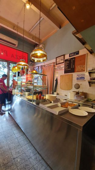 Foto 6 - Interior di Pizza Place oleh Naomi Suryabudhi
