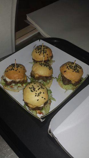 Foto 1 - Makanan(Mini Truffle Cheeseburger) di Bruces Burgers oleh Francisca Yusuf