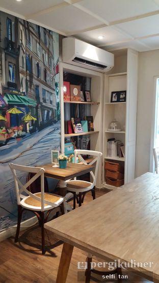 Foto 3 - Interior di Exquise Patisserie oleh Selfi Tan