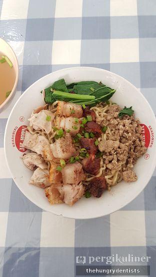 Foto 1 - Makanan(mie akhwang kombinasi lengkap) di Bakmie Akhwang oleh Rineth Audry Piter Laper Terus