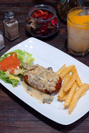 Foto 3 - Makanan di PLUIE Cafe & Resto oleh yudistira ishak abrar