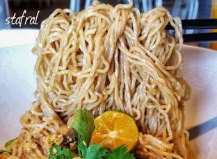 Foto 6 - Makanan(Bakmi Ayam Jamur) di Warung Bakmi Mpek Tjoen oleh Stanzazone