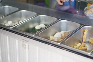 Foto 5 - Interior di Bakso Ikan Telur Asin Ahan oleh Nanakoot