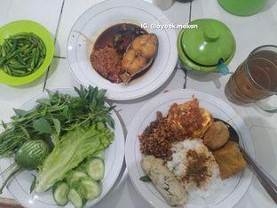 Foto 2 - Makanan(Bukti sebagian dari kekalapan memilih dari banyak menu yang ditampilkan. 😂 #ayookmakan) di Warteg Gang Mangga oleh AyookMakan | IG: @ayook.makan