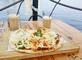 5 Tempat Makan Pinggir Pantai Jakarta yang Menyenangkan