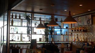 Foto 13 - Interior di Phos Coffee oleh Deasy Lim
