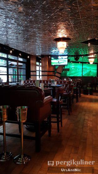 Foto 4 - Interior di McGettigan's oleh UrsAndNic