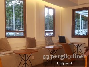 Foto 6 - Interior di Simetri Coffee Roasters oleh Ladyonaf @placetogoandeat