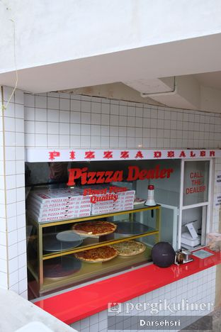 Foto 3 - Interior di Pizzza Dealer oleh Darsehsri Handayani