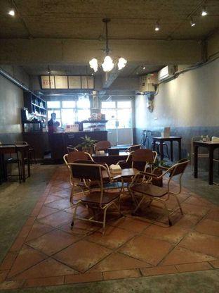 Foto 10 - Interior di Kedai Roti Kobi oleh duocicip