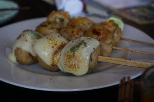 Foto 17 - Makanan(Tori Tsukune Kushiyaki 3 Kinds Moriawase) di Enmaru oleh Elvira Sutanto