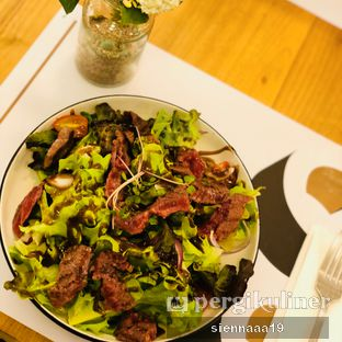 Foto 1 - Makanan(Steak Salad) di Common Grounds oleh Sienna Paramitha