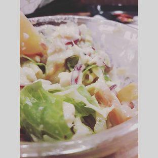 Foto 3 - Makanan(Honey Mustard Chicken Salad) di Quiznos oleh Sviia
