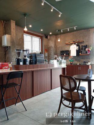 Foto 2 - Interior di Roast Coffee oleh Selfi Tan