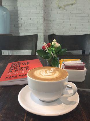 Foto 1 - Makanan(Cappucino) di Babochkaa Bistro & Coffee Bar oleh @Itsjusterr