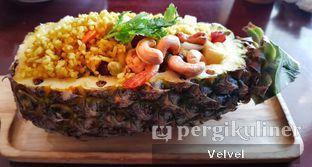 Foto 1 - Makanan(Pineapple Fried Rice) di Larb Thai Cuisine oleh Velvel