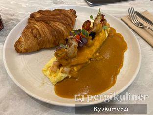 Foto 1 - Makanan(Croissant St Denis) di Devon Cafe oleh Keegan Bryan