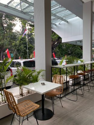 Foto 14 - Interior di Dailydose Coffee & Eatery oleh Jeljel