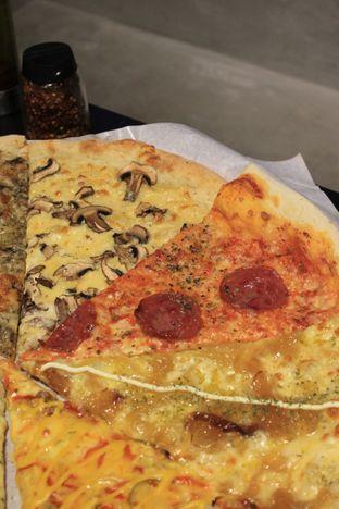 Foto 21 - Makanan di Sliced Pizzeria oleh Prido ZH