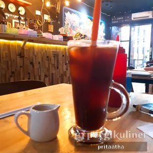 Foto 3 - Makanan(Ice Black Coffee) di Titik Kumpul Coffee & Eatery oleh Prita Hayuning Dias