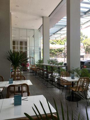 Foto 2 - Interior di Dailydose Coffee & Eatery oleh Prido ZH