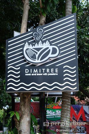 Foto 4 - Interior di Dimitree Coffee & Eatery oleh Darsehsri Handayani