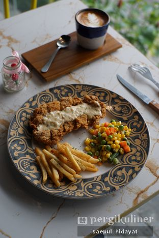 Foto 2 - Makanan(Crispy Chicken Steak) di Turn On Coffee & Eatery oleh Saepul Hidayat
