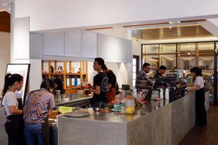 Foto 14 - Interior di Simetri Coffee Roasters oleh yudistira ishak abrar