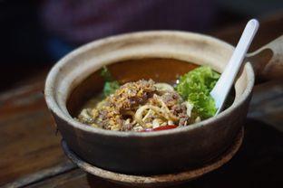 Foto 2 - Makanan(Mie Kriuk Siram Sapi) di Cici Claypot oleh Fadhlur Rohman