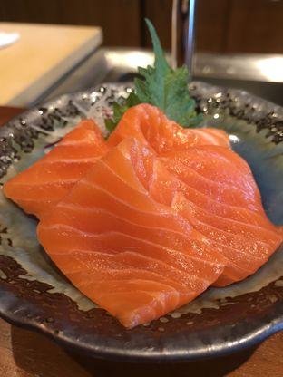 Foto 8 - Makanan(Salmon Sashimi) di Sushi Masa oleh Aireen Puspanagara