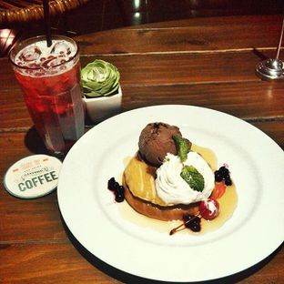Foto 6 - Makanan(Pancake and Strawberry tea) di Historica oleh Rima K. Wardhani