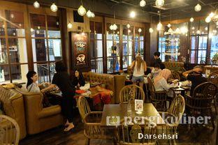 Foto 14 - Interior di GB Bistro & Dessert oleh Darsehsri Handayani