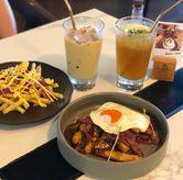 Foto Breakfast poutine & di Paladin Coffee + Kitchen