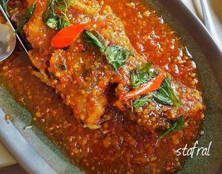 Foto 5 - Makanan(Jimbaran Fried Fish) di Seribu Rasa oleh Stanzazone