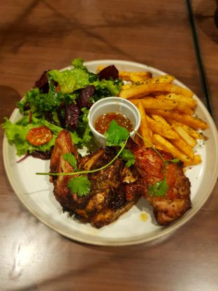 Foto 1 - Makanan(Morrocan half roasted chicken) di Byron Selective oleh Fika Sutanto