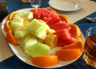 Foto 6 - Makanan(Fruit Platter ) di Eastern Opulence oleh Renodaneswara @caesarinodswr