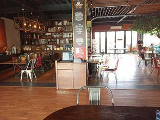Foto 6 - Interior di Royale Bakery Cafe oleh Junior
