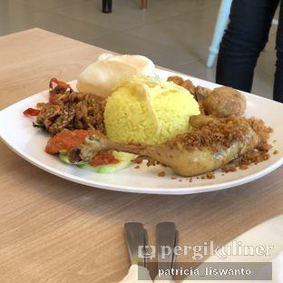 Foto 2 - Makanan(nasi kuning) di Eng's Resto oleh Patsyy
