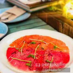 Foto 1 - Makanan(salmon and tuna pizza) di The Garden oleh Sienna Paramitha