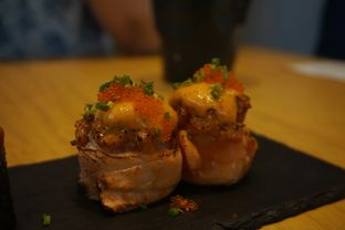 Foto 5 - Makanan(Salmon Volcano Roll) di Sushi Hiro oleh Elvira Sutanto