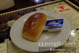 Foto 5 - Makanan di Gandy Steak House & Bakery oleh Darsehsri Handayani
