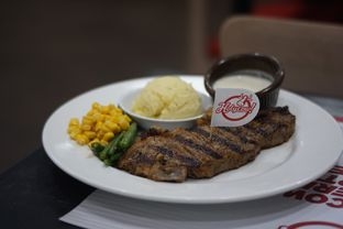 Foto 3 - Makanan(Wagyu Sirloin Steak) di Holycow! STEAKHOUSE by Chef Afit oleh Fadhlur Rohman
