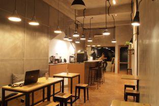 Foto 2 - Interior(Industrial Look) di Emmetropia Coffee oleh Magdalene Regis