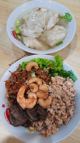 Foto 1 - Makanan di Pangsit Mie & Lemper Ayam 168 oleh Jenny (@cici.adek.kuliner)