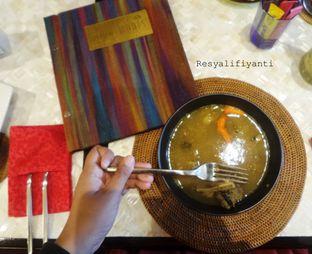 Foto 6 - Makanan( Sup Asam Iga) di Nona Manis oleh Resy Alifiyanti
