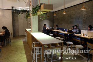 Foto 6 - Interior di Doma Dona Coffee oleh Darsehsri Handayani