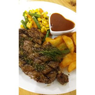 Foto 2 - Makanan(Sirloin Steak with bbq sauce, wedges & mixed vegetables) di Double U Steak by Chef Widhi oleh Jenny (@cici.adek.kuliner)
