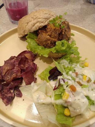 Foto 2 - Makanan di Burgreens Eatery oleh Dwi Izaldi