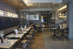 Foto 22 - Interior di Phos Coffee & Eatery oleh yudistira ishak abrar