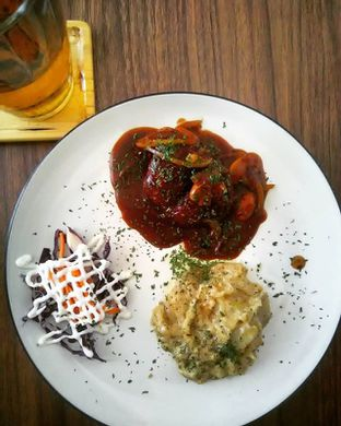 Foto 1 - Makanan(Chicken Cordon Bleu) di 30 Seconds Coffee House oleh sissy saraswati